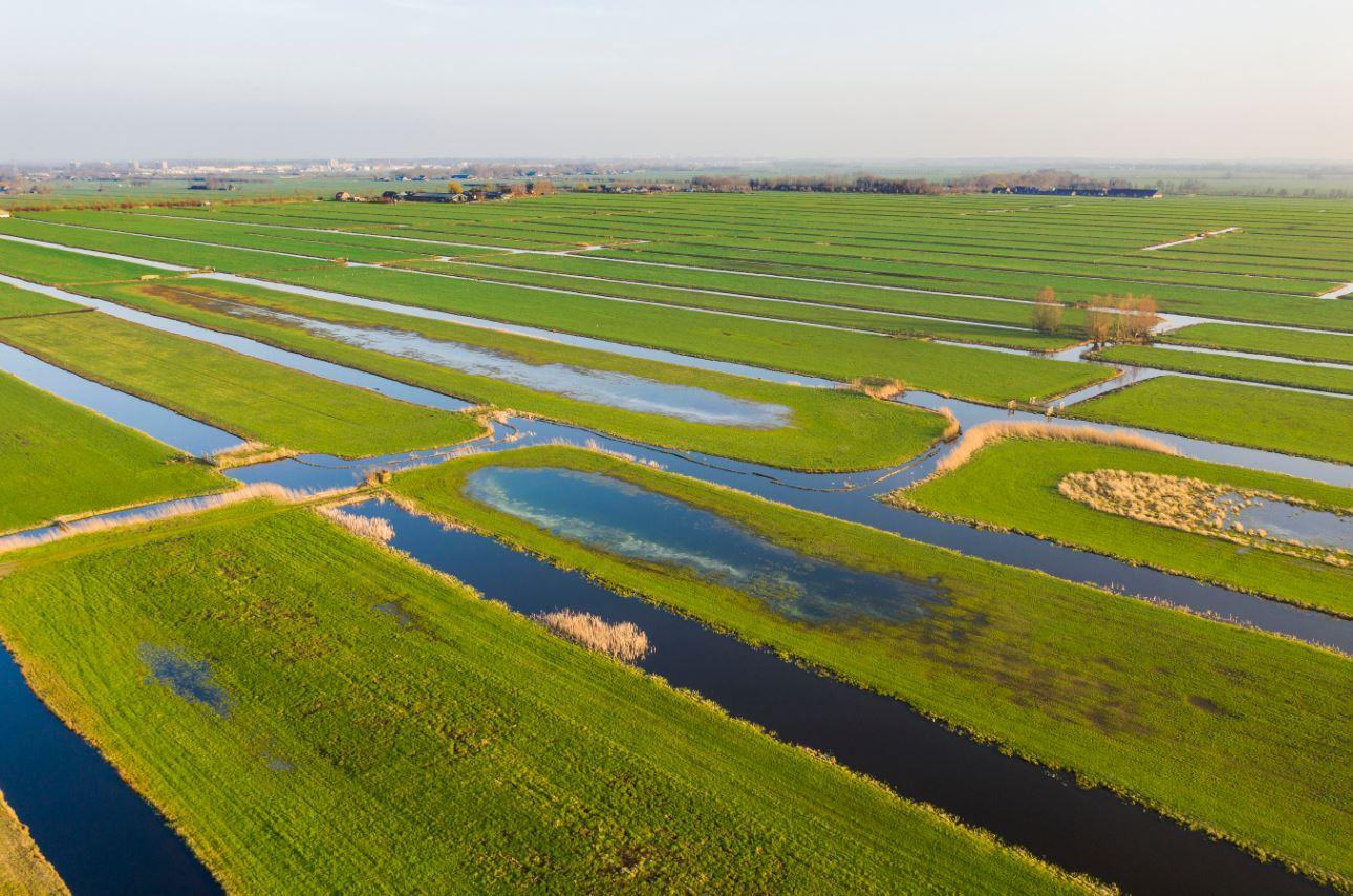 luchtfoto van veenweidegebied bij Demmerik, rond Vinkeveen