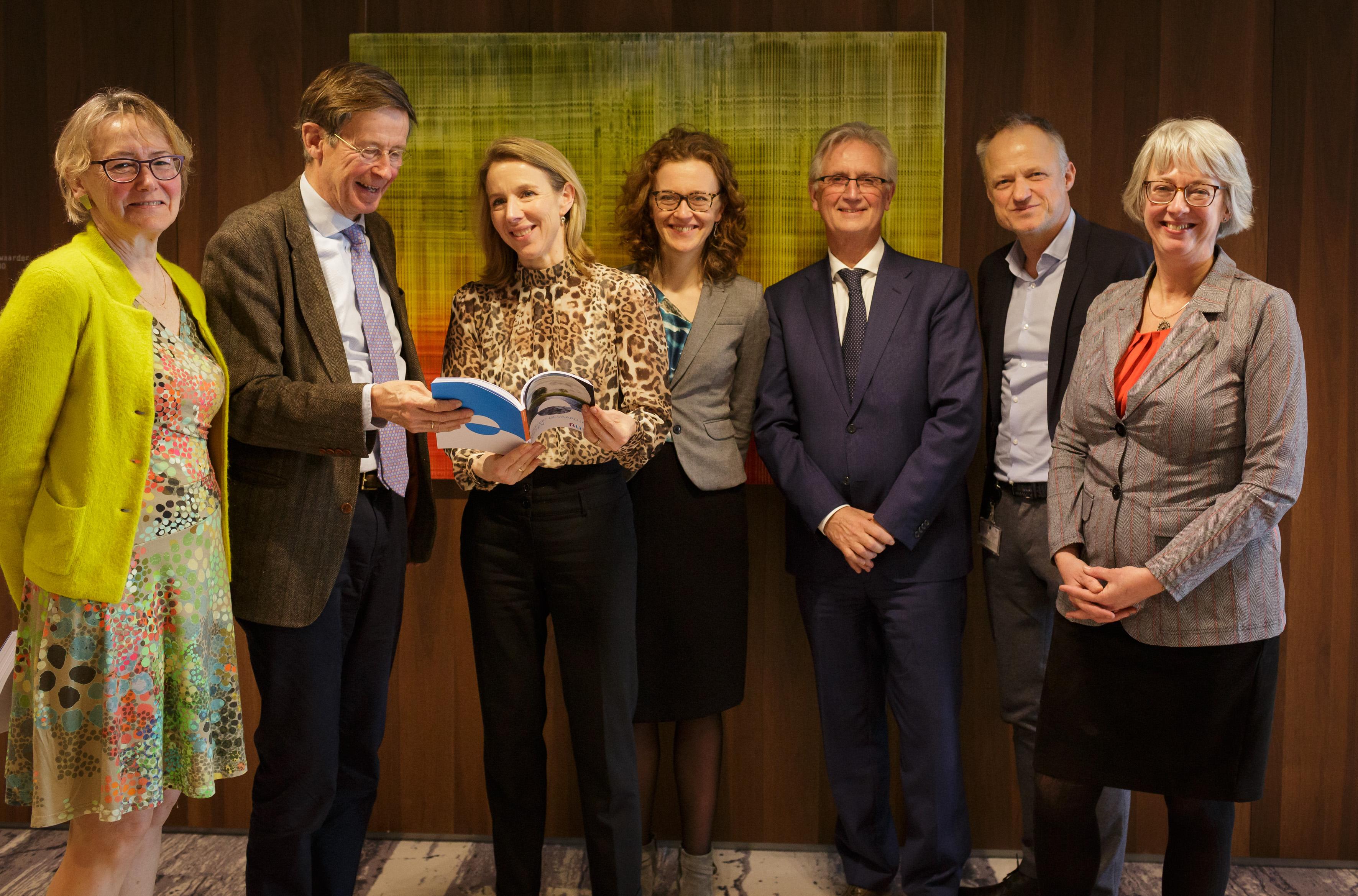 aanbieding advies 'Greep op gevaarlijke stoffen' aan minister Van Veldhoven op 11 maart 2020