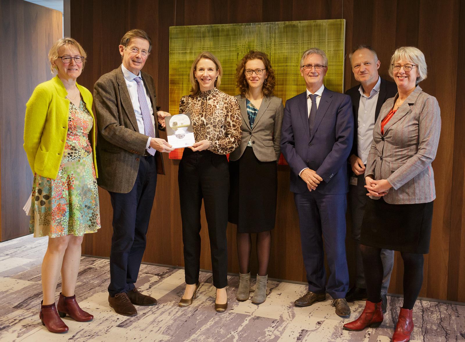 overhandiging van het advies aan de minister Van Veldhoven door de voorzitter van de Rli