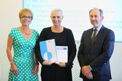 Overhandiging adviezen Rli en WRR over risicobeleid aan staatssecretaris Mansveld