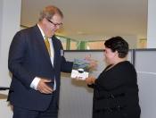 Staatssecretaris Dijksma ontvangt advies Natuurbeleid van Rli voorzitter Meijdam