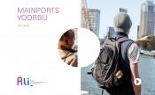 foto: Toeristen wijzen richting haven Rotterdam als symbool voor maiports voorbij