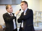 dagvoorzitter Ruben Maes in gesprek met Rijksadviseur Eric Luiten over het CRa-advies 'Rijksvastgoed in beweging '