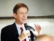 Jan Jaap de Graeff, raadslid Rli, presenteert advies Vrijkomend rijksvastgoed 15 dec. 2014