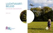 Kaft met titel en foto van Vliegtuig vliegt laag over het Amsterdamse Bos naar Schiphol om te landen