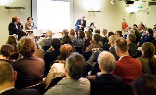 Foto impressie van de discussie met de zaal