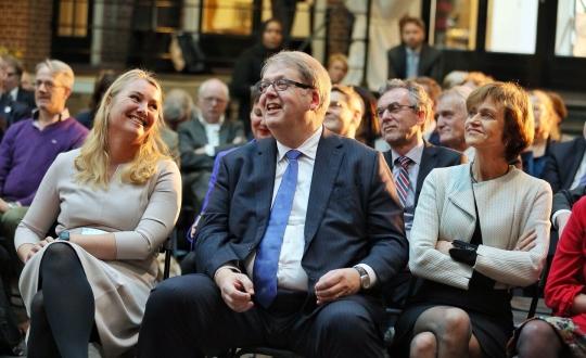 Henry Meijdam en Melanie Schulz in de zaal, bij de start van het symposium