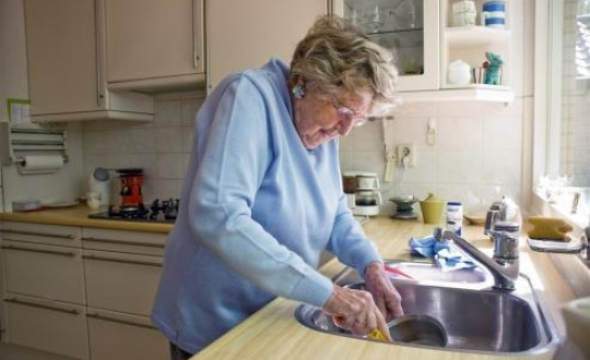 foto oudere en zelfstandig wonen