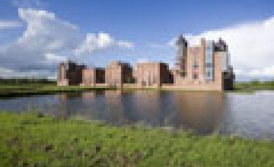 My home is my castle - Landschappelijk wonen in een nieuwe burcht in Engelen (Noord Brabant)