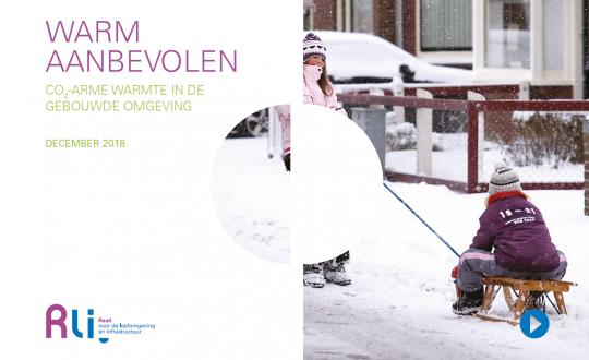 titel advies met foto van spelende kinderen in de sneeuw in een woonwijk